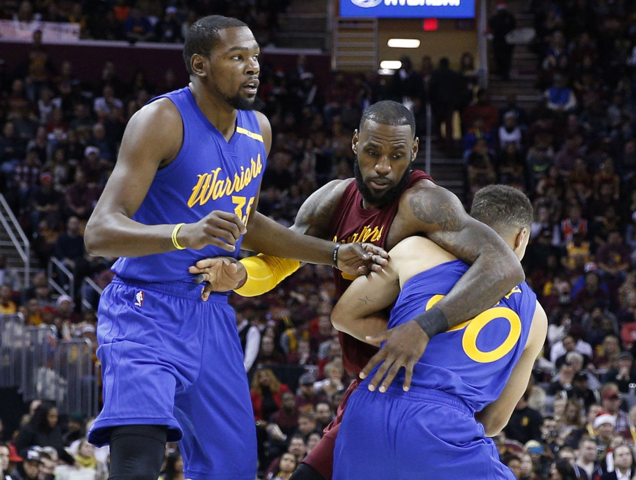 Cropped 2016 12 25t204305z 1183101781 nocid rtrmadp 3 nba golden state warriors at cleveland cavaliers