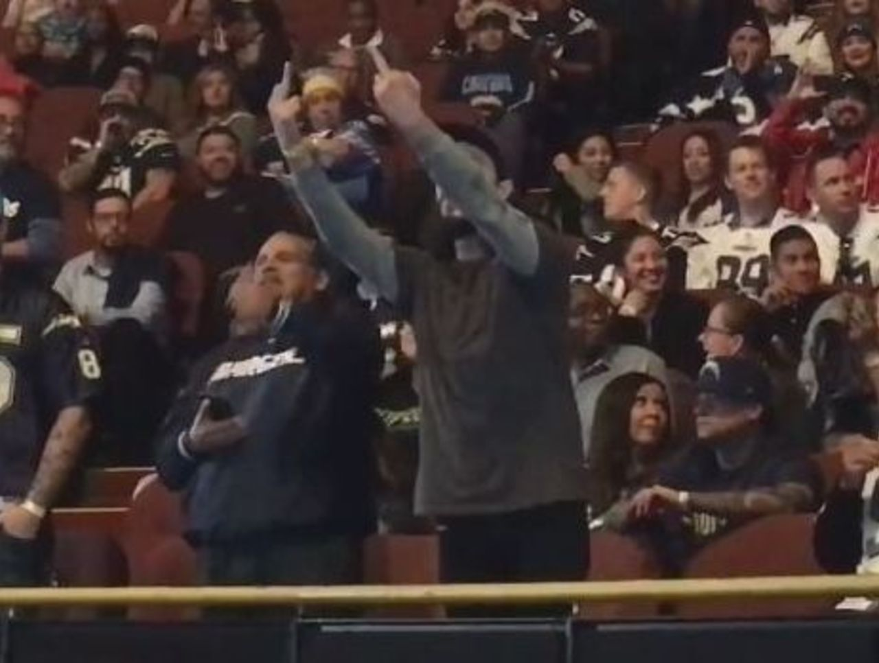 Cropped_chargers_fan_fingers