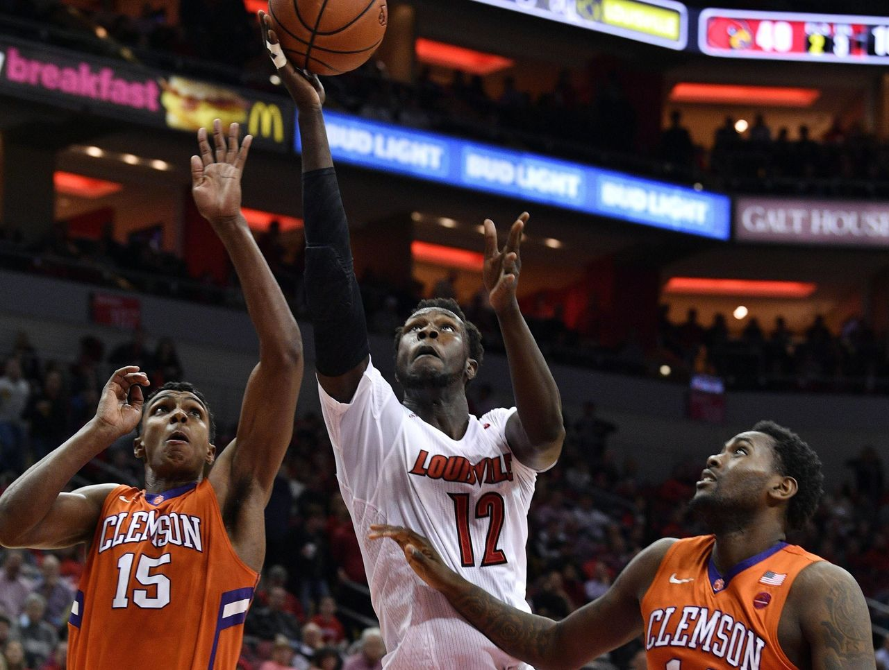 Cropped 2017 01 20t041422z 819877667 nocid rtrmadp 3 ncaa basketball clemson at louisville