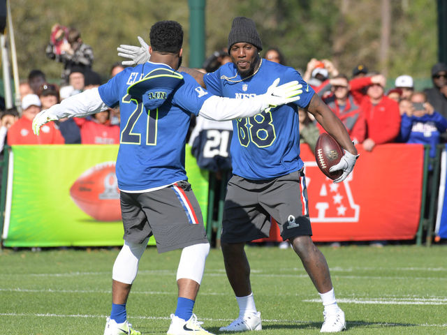 1112c4244 Watch  Elliott finds Bryant on pass play during Pro Bowl practice ...