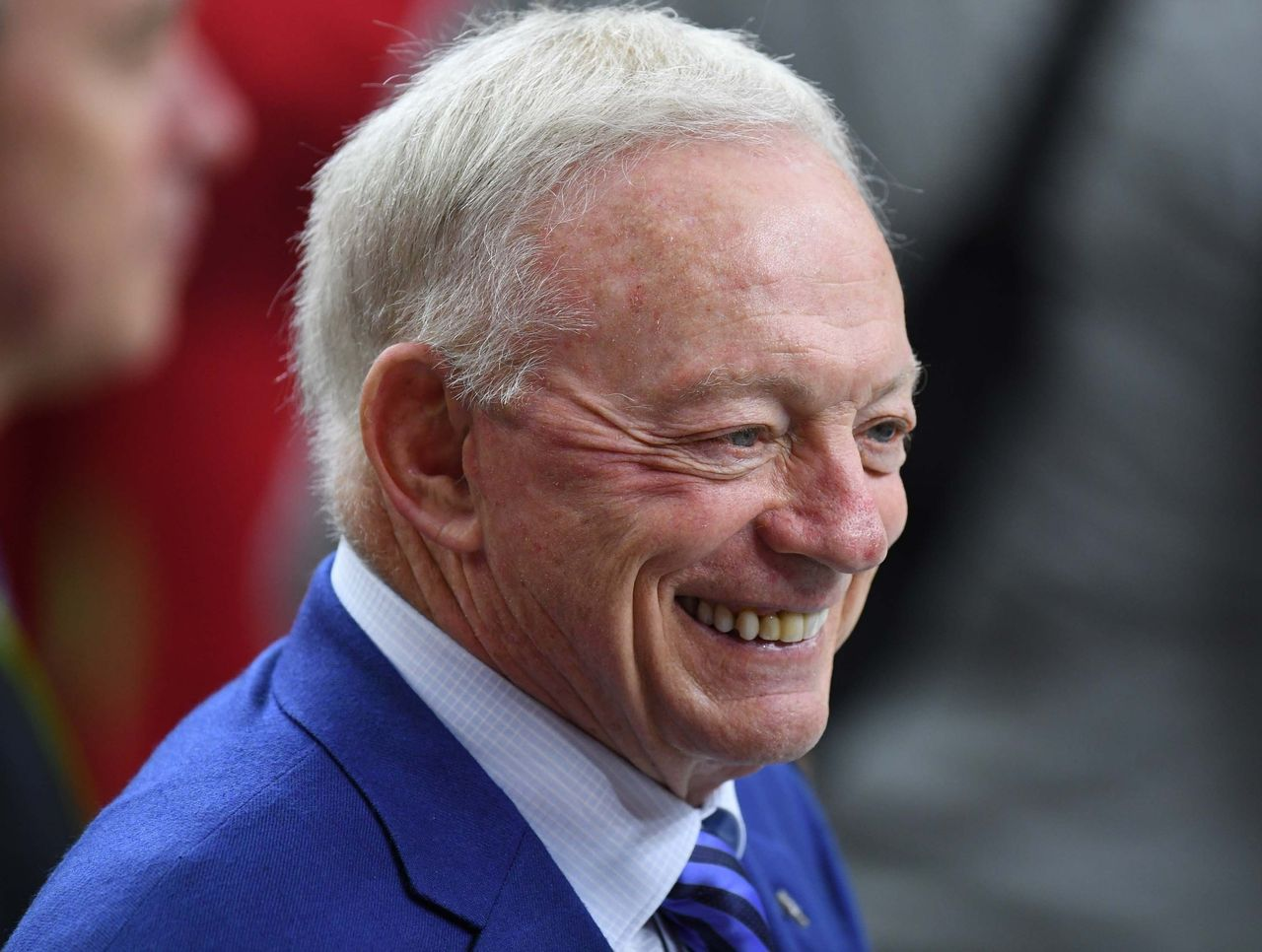 Jerry Jones donates $1 million to Salvation Army during telethon