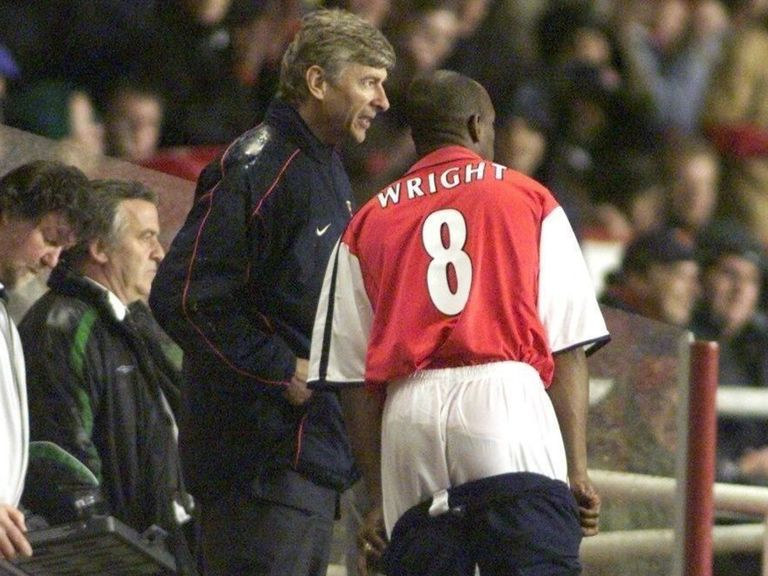 Arsenal legend Wright believes Wenger's leaning towards exit