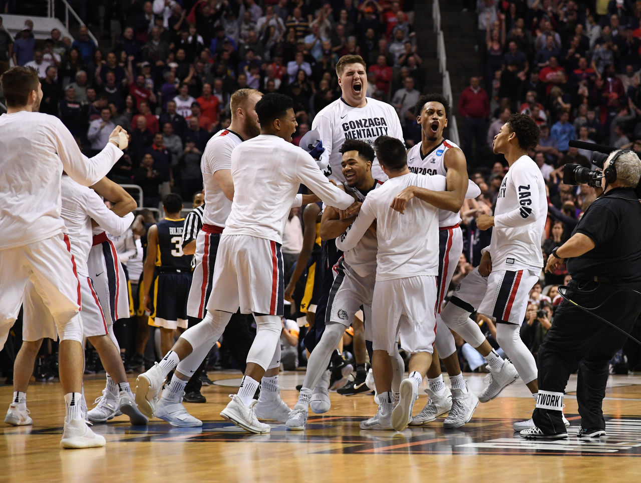 Cropped 2017 03 24t021435z 1670595582 nocid rtrmadp 3 ncaa basketball ncaa tournament west regional gonzaga vs west virginia