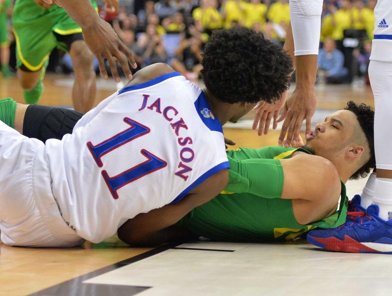 Cropped 2017 03 26t005933z 1482188171 nocid rtrmadp 3 ncaa basketball ncaa tournament midwest regional kansas vs oregon