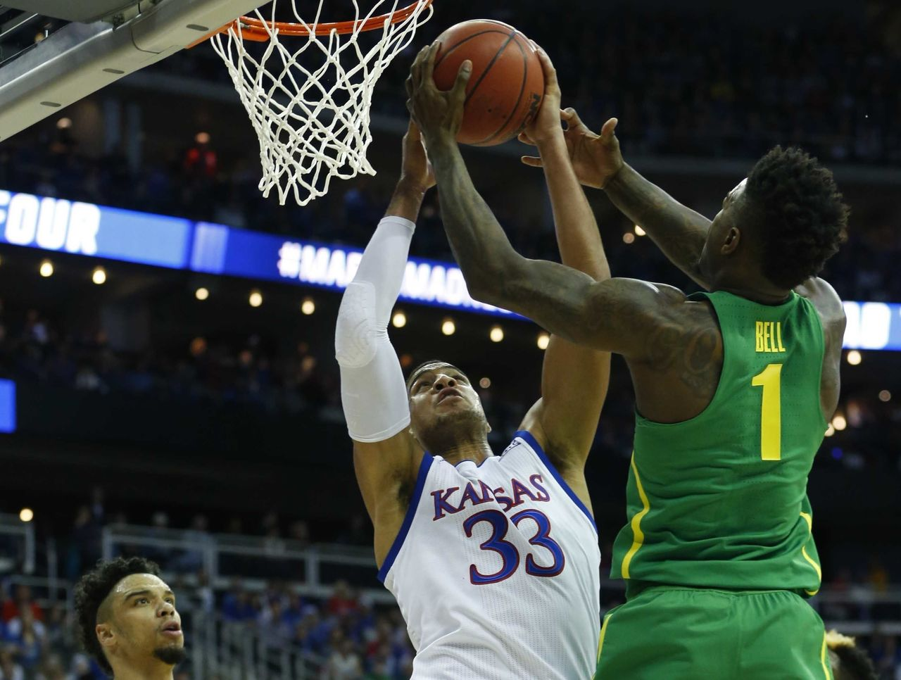 Cropped 2017 03 26t010427z 977433462 nocid rtrmadp 3 ncaa basketball ncaa tournament midwest regional kansas vs oregon