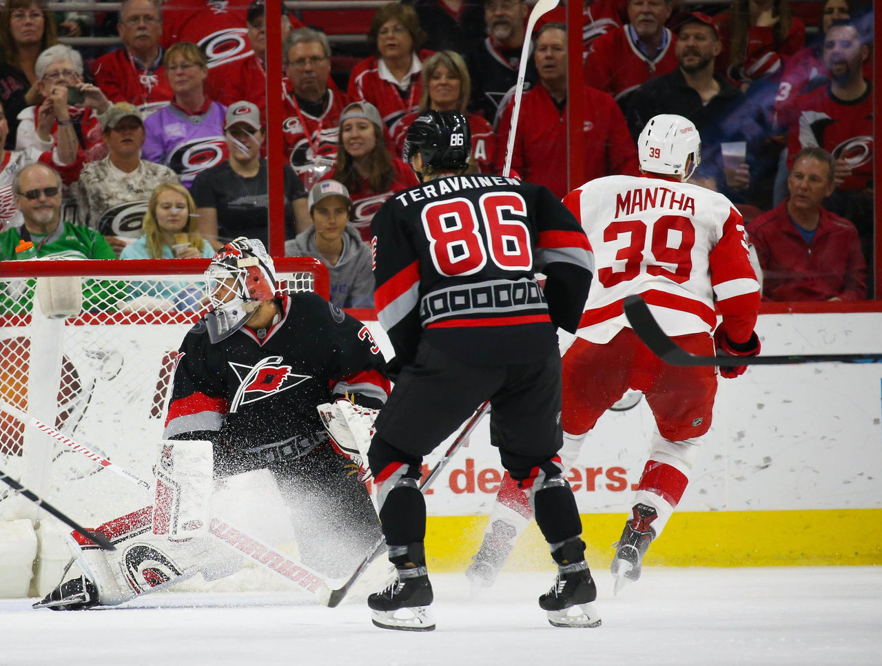 Cropped 2017 03 28t005231z 2109278447 nocid rtrmadp 3 nhl detroit red wings at carolina hurricanes