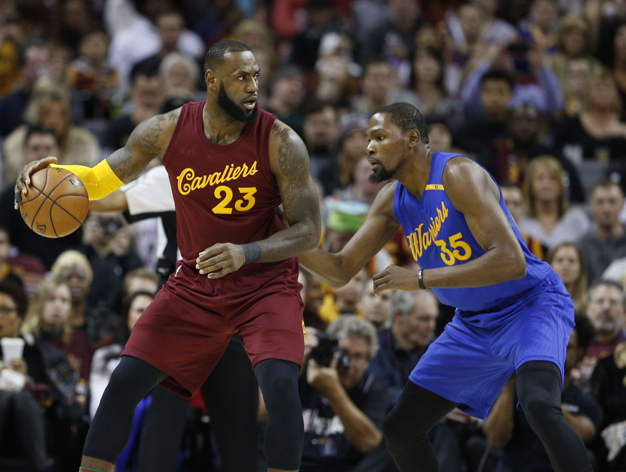 Cropped 2016 12 25t205826z 665448700 nocid rtrmadp 3 nba golden state warriors at cleveland cavaliers