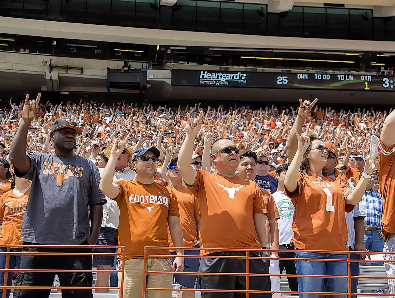 Cropped_2017-04-16t013721z_1332354775_nocid_rtrmadp_3_ncaa-football-texas-spring-game