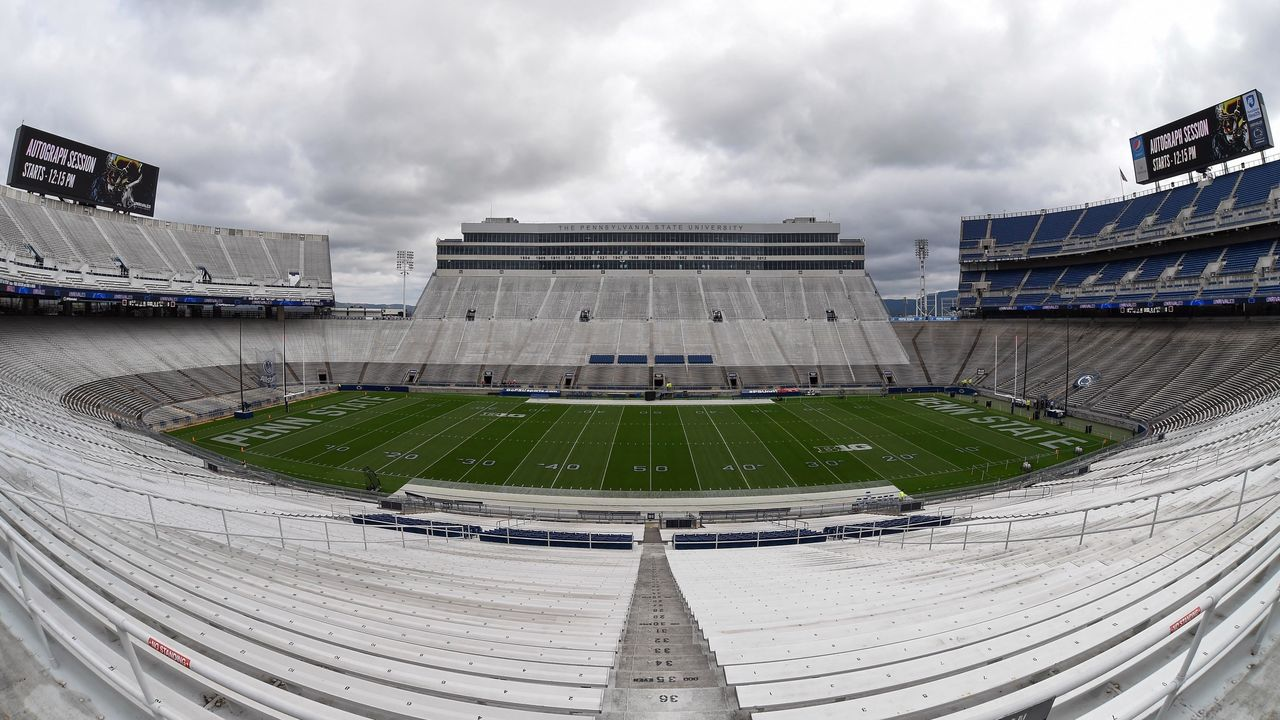 Cropped 2017 04 22t161639z 807586262 nocid rtrmadp 3 ncaa football penn state blue white game