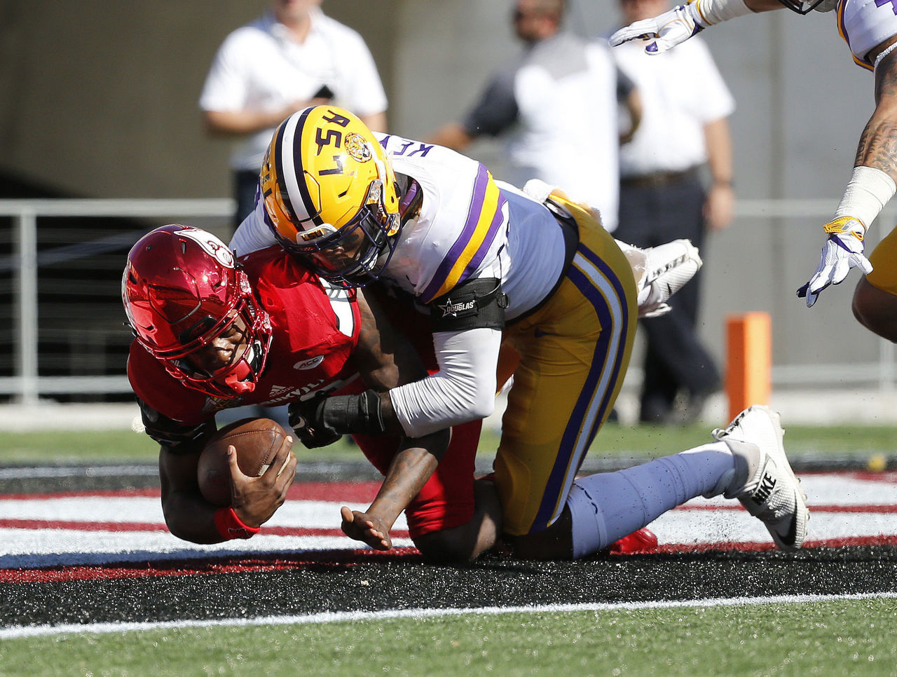 Cropped 2016 12 31t183229z 885640336 nocid rtrmadp 3 ncaa football citrus bowl louisiana state vs louisville