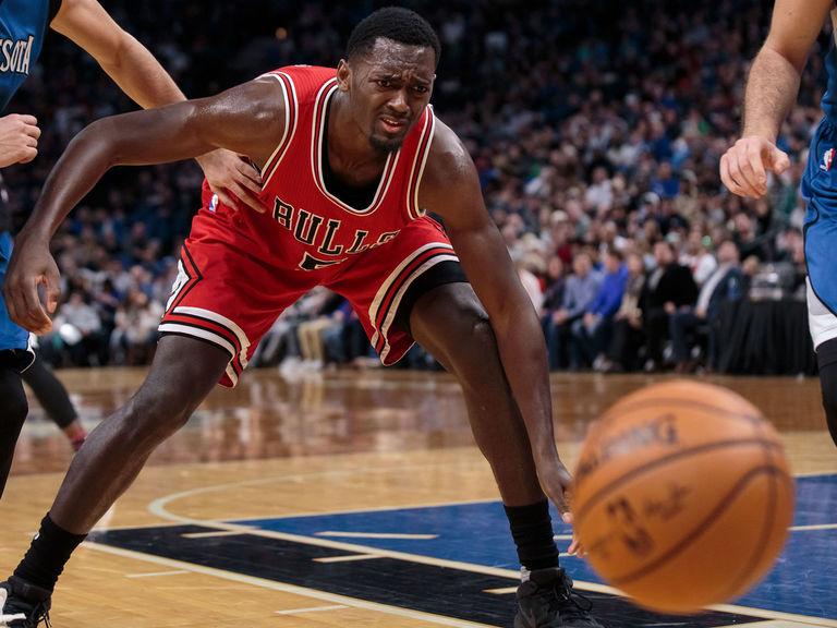 Bulls' Portis played through foot injury caused by heat pack burn