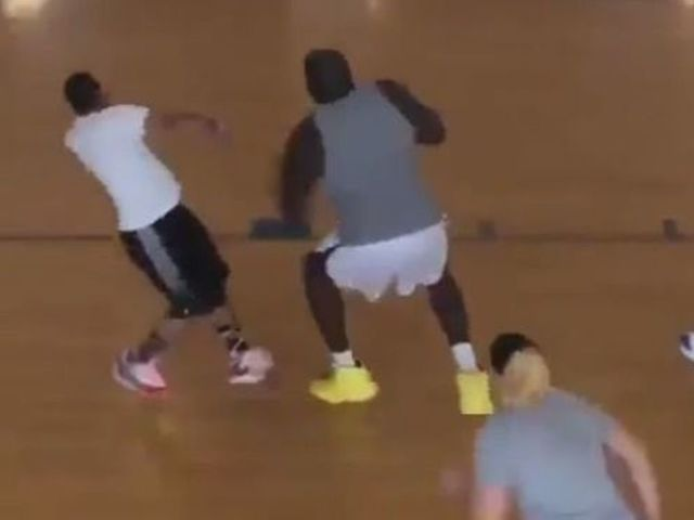 Shaq destroys dude in pickup game