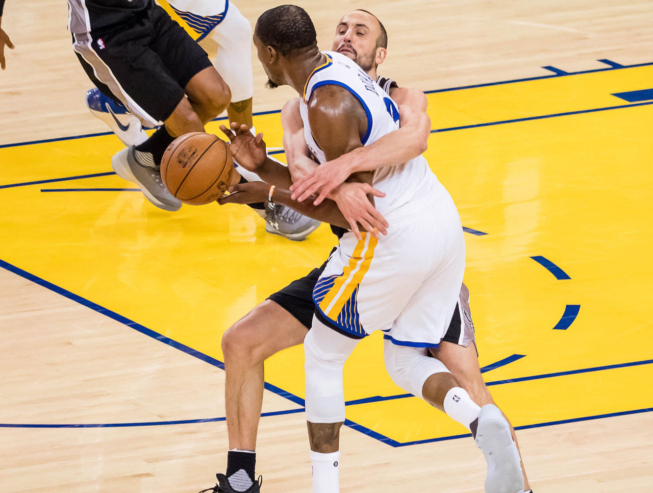 Cropped 2017 05 14t211843z 244227155 nocid rtrmadp 3 nba playoffs san antonio spurs at golden state warriors