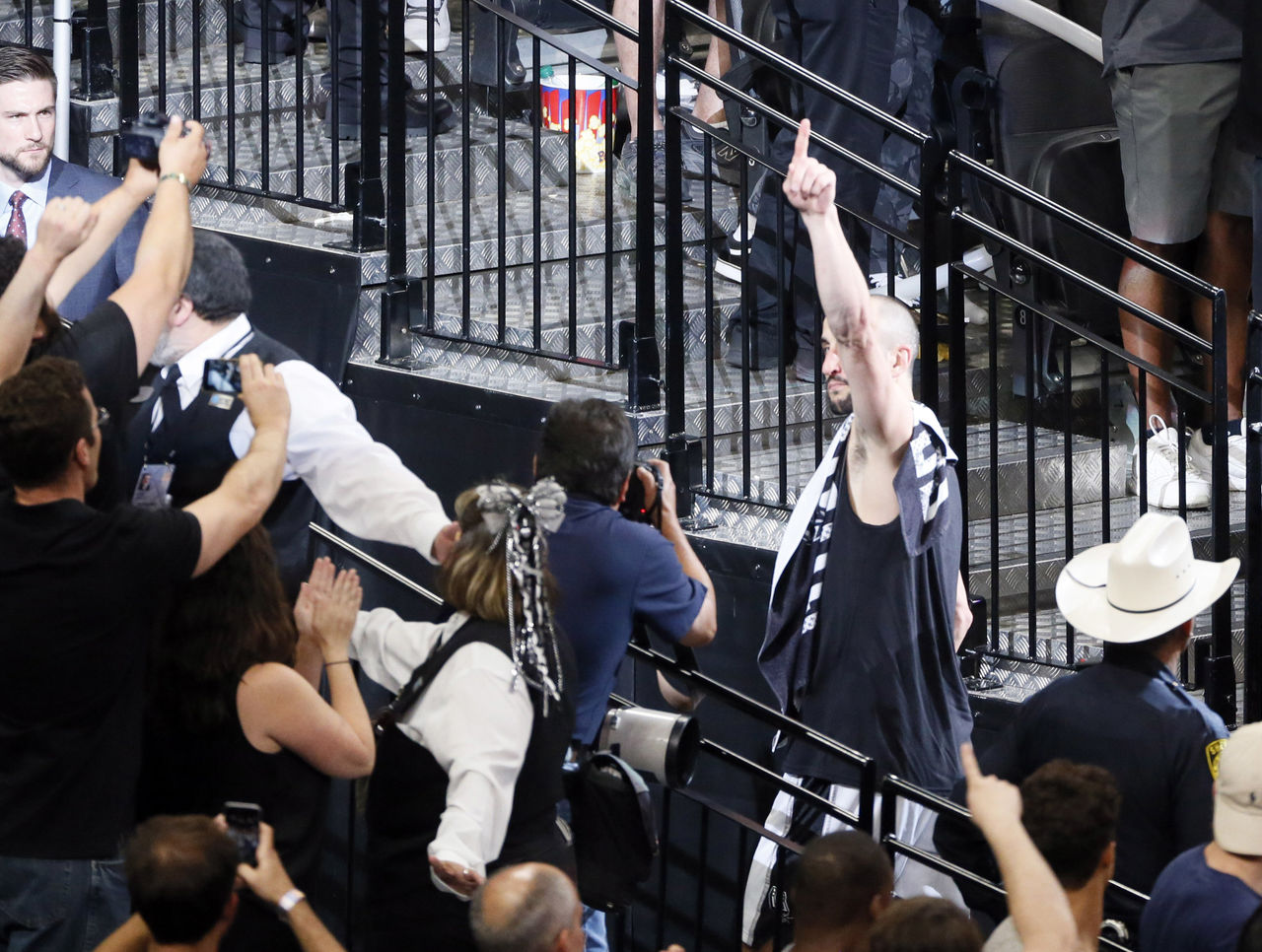 Cropped 2017 05 23t041257z 1995844456 nocid rtrmadp 3 nba playoffs golden state warriors at san antonio spurs