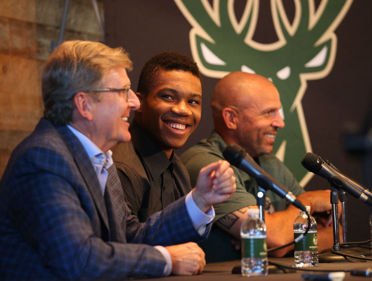 Antetokounmpo thanks ex-Bucks GM Hammond: 'This guy took a chance on me'