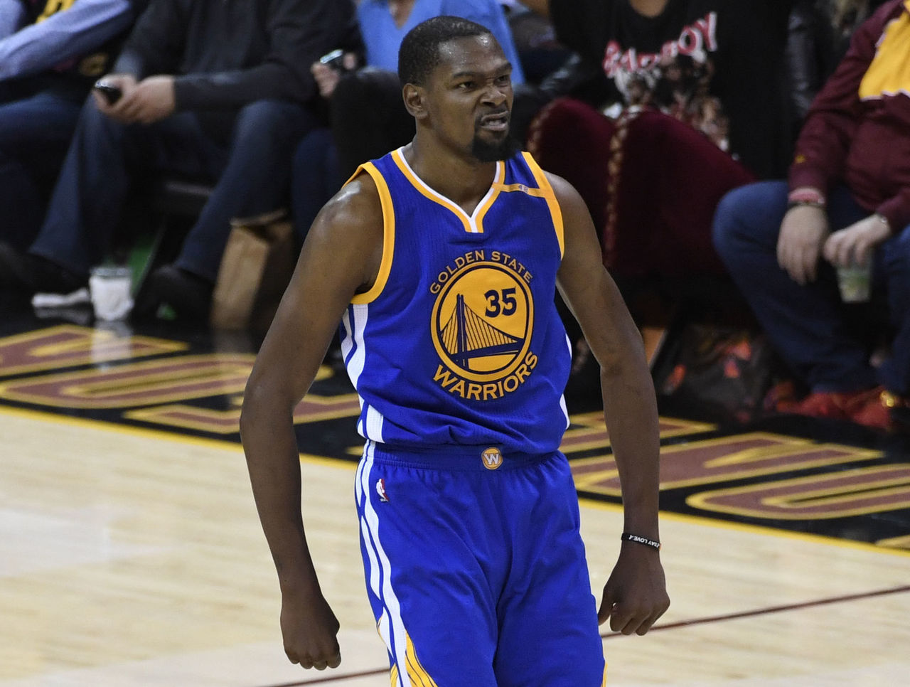 Watch: Durant drills dagger 3 over LeBron to put Warriors up 3-0 | theScore.com
