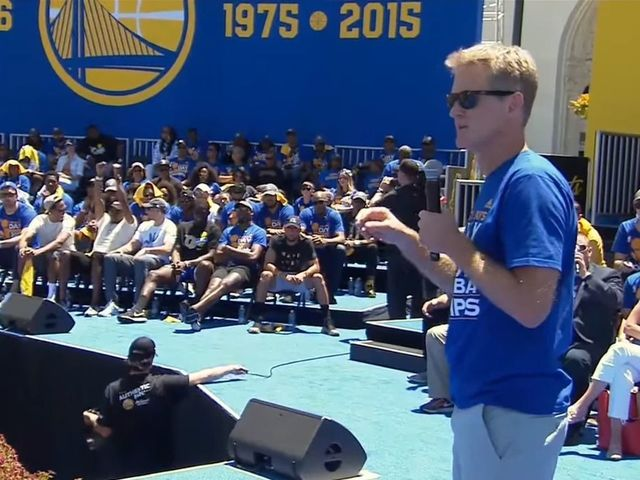 Kerr: 'I'm such an idiot' for forgetting to mention Curry in parade speech