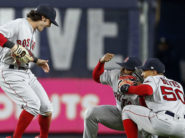 Could Red Sox outfielders make history by winning all 3 Gold Gloves?