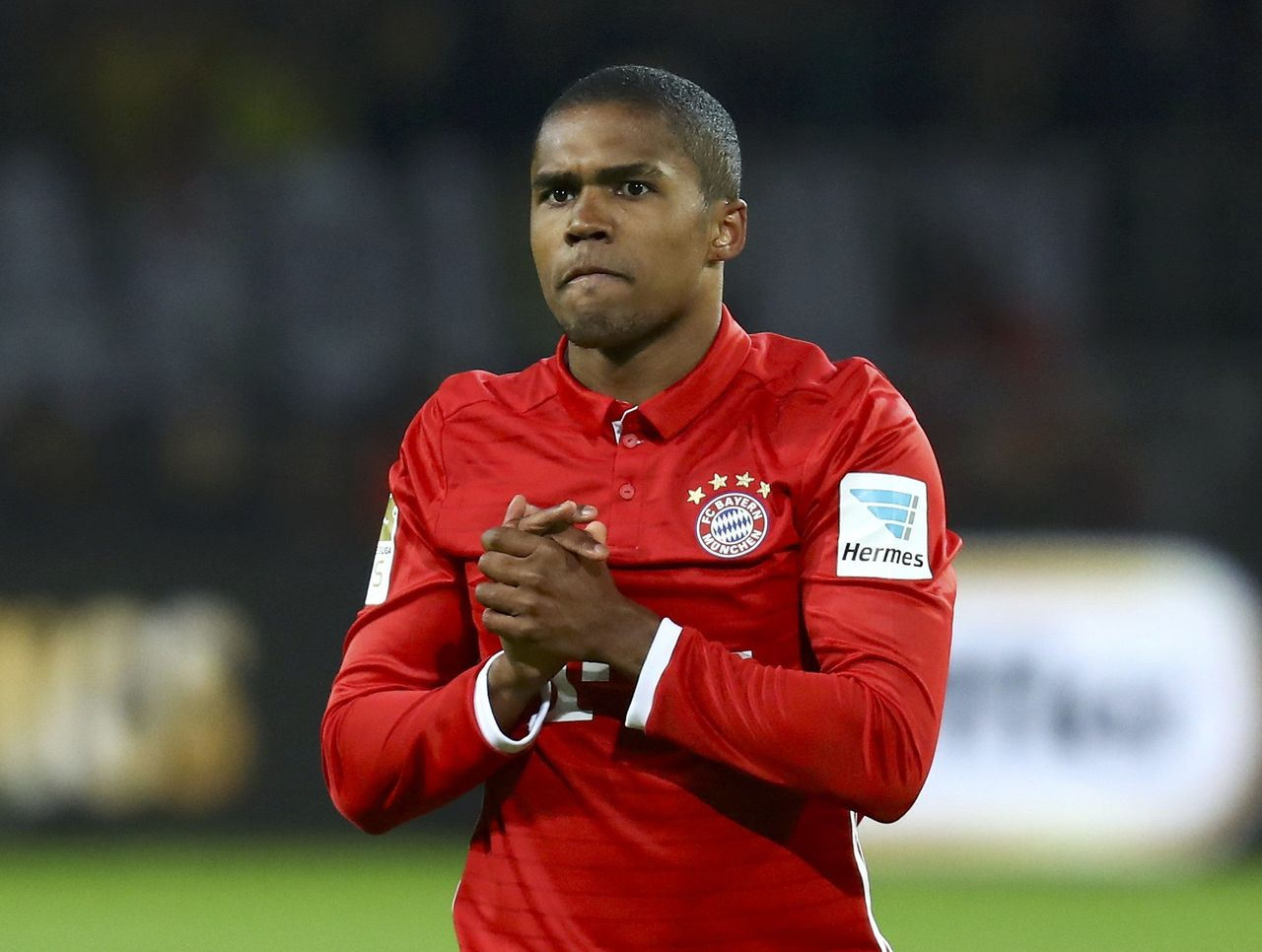 Juventus boosts with Douglas Costa signing