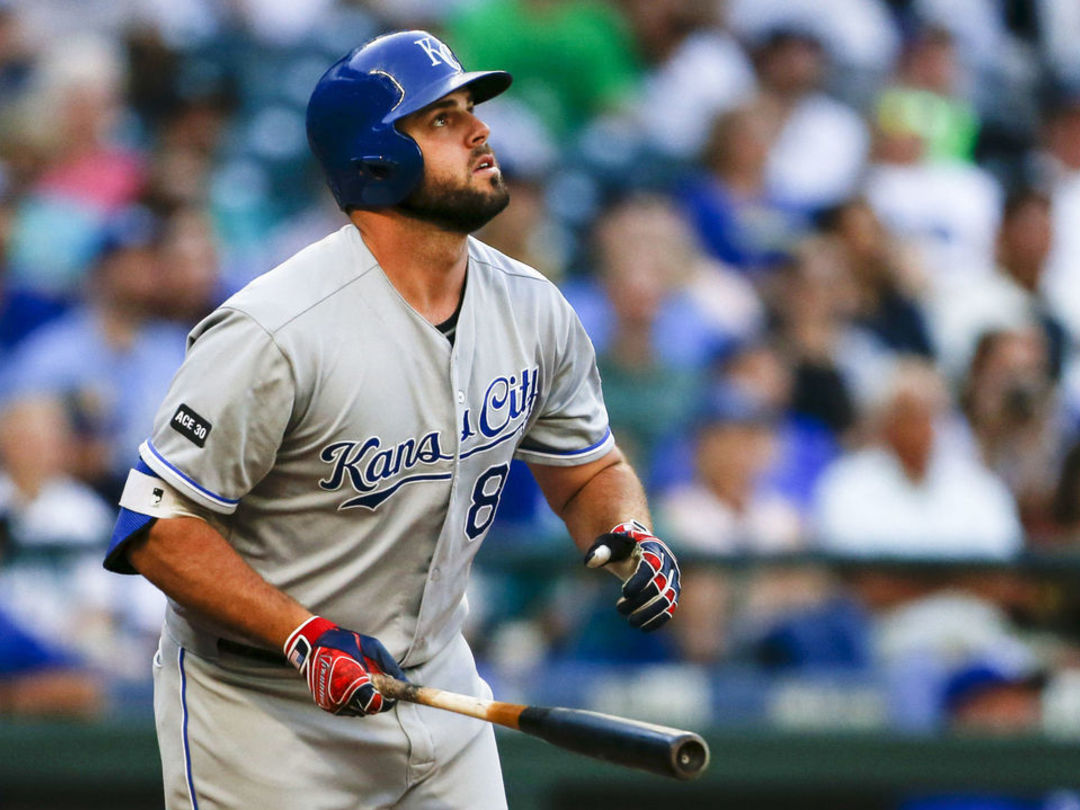 Moustakas, Holland named MLB Comeback Players of the Year