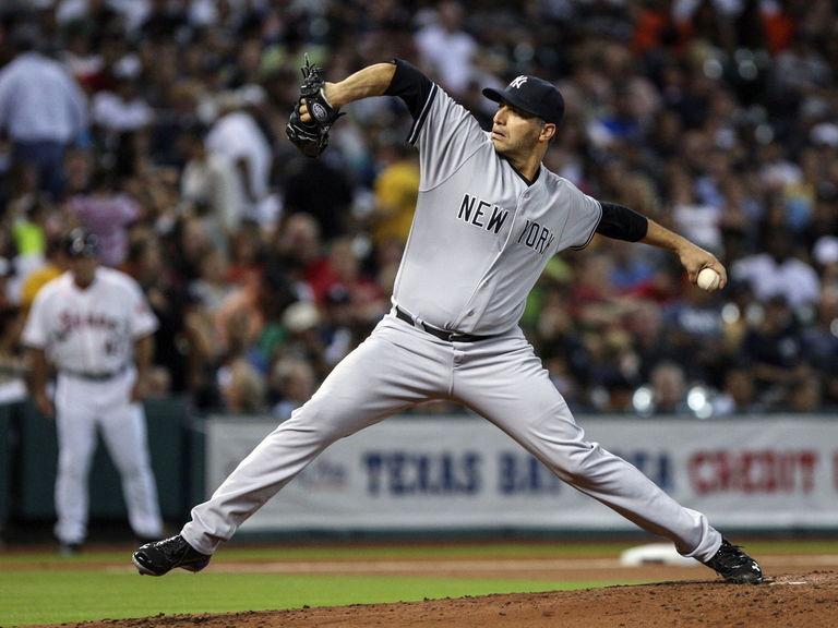 Pettitte throws BP to Bird as Yankees instructor
