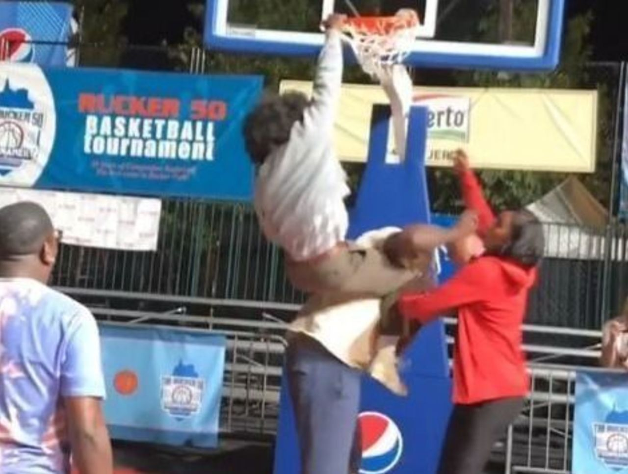 Nate Robinson Dunking Over Shaq Watch: Nate Robinson d...