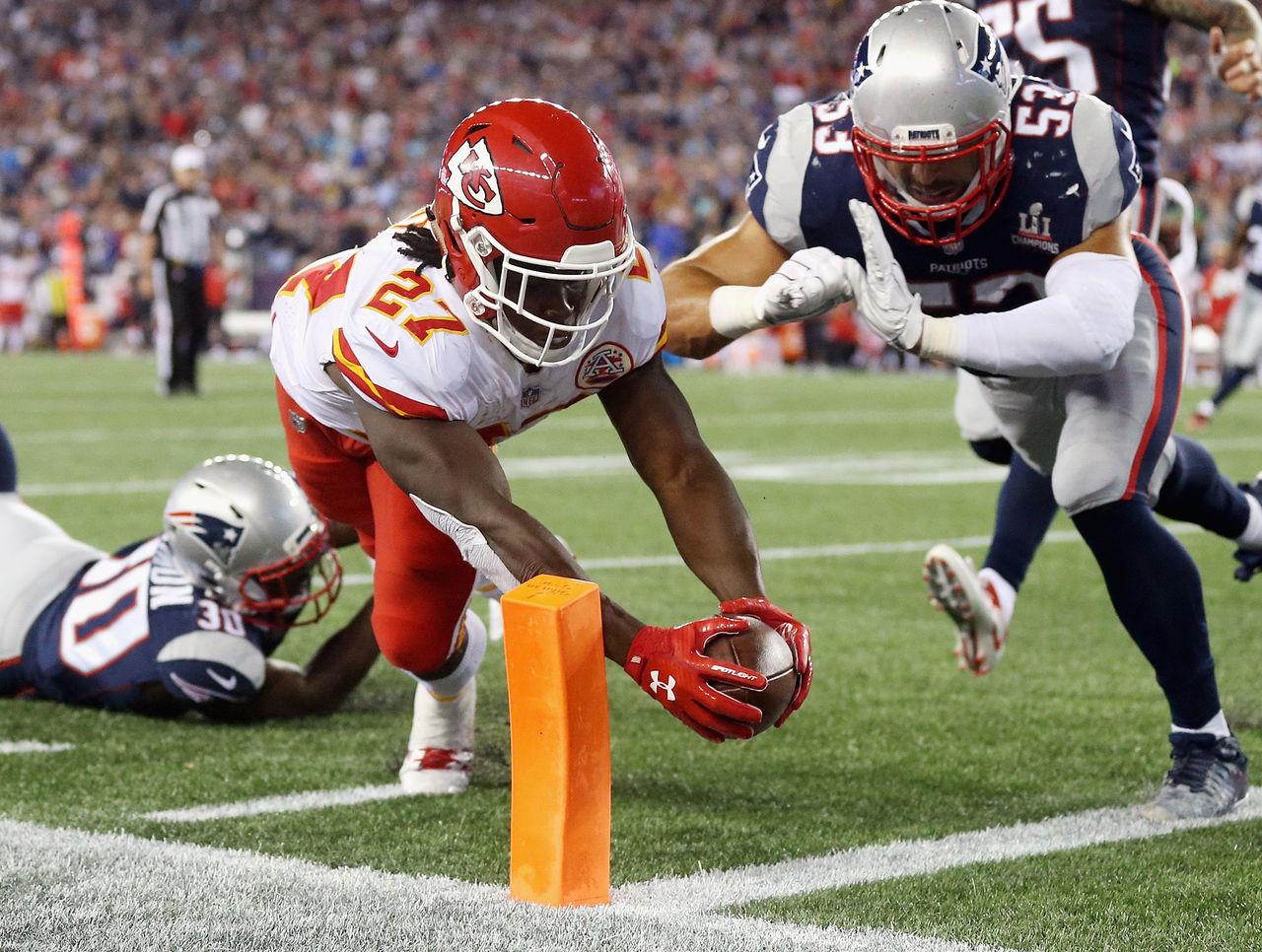 Chiefs dominate 2nd half to stun Patriots