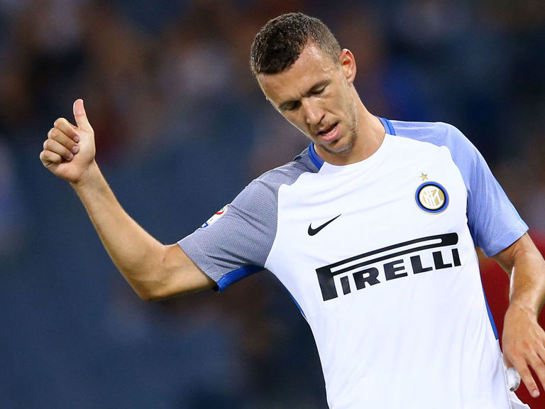 Manchester United target Perisic signs new Inter deal until 2022