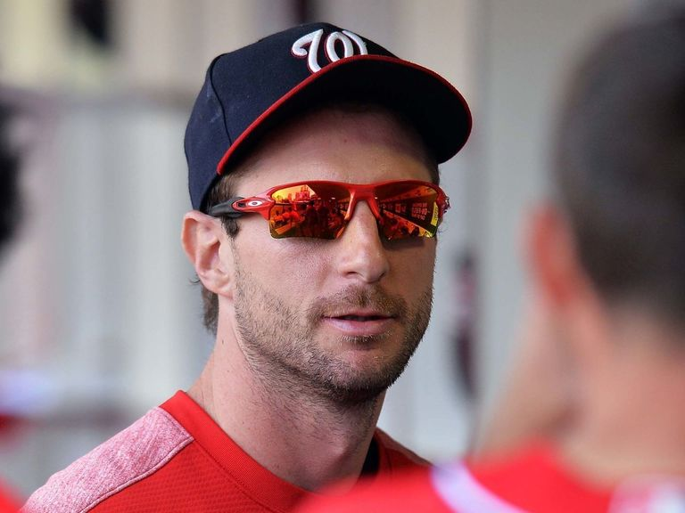 Watch: Scherzer kicks off Nationals' party after securing playoff spot
