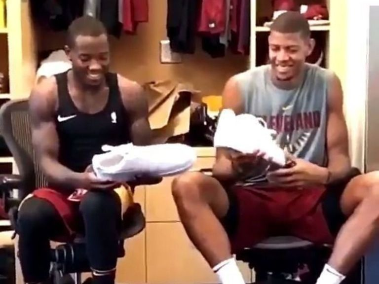 Watch: Cavs' Felder can't believe how big Tavares' shoes are