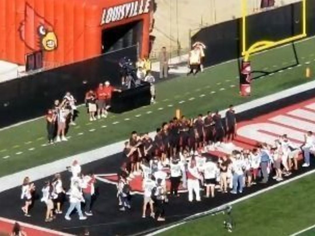 Watch: Louisville basketball team given standing O at football game