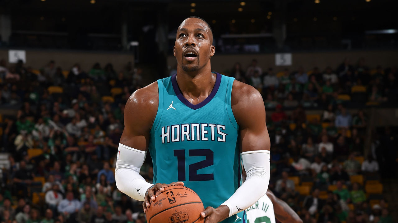 Watch Dwight Howard catches major air on free throw attempt