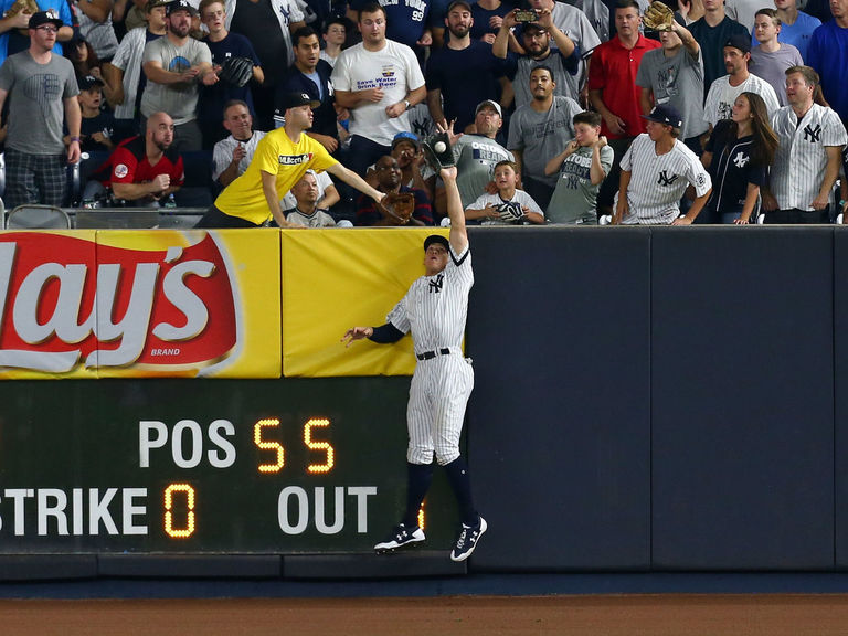 Watch: Judge steals sure HR from Lindor with jumping catch
