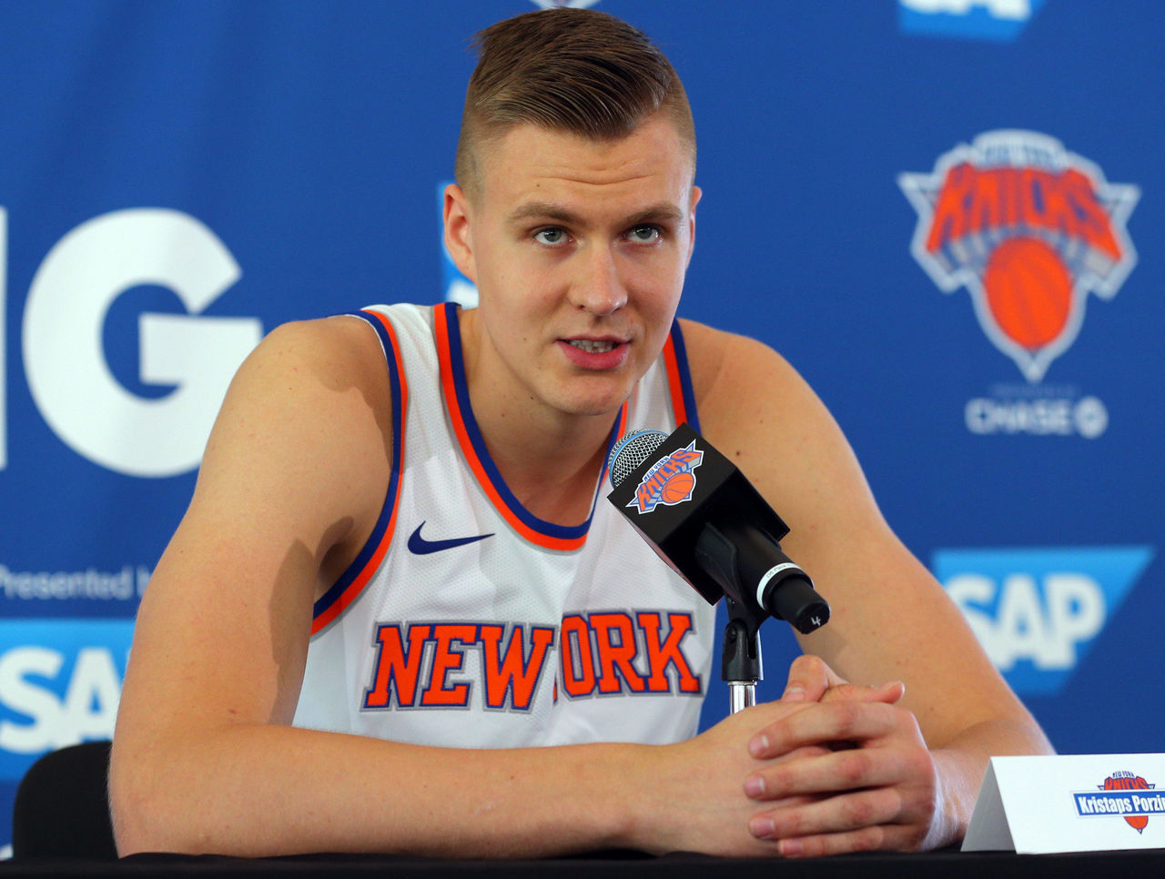 Knicks broadcasters caught critiquing Porzingis on hot mic