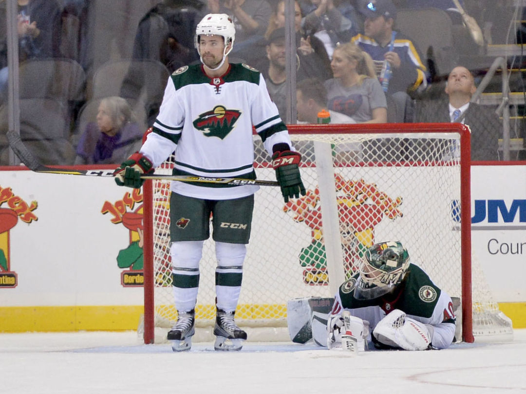 Cap crunch leaves Wild playing short