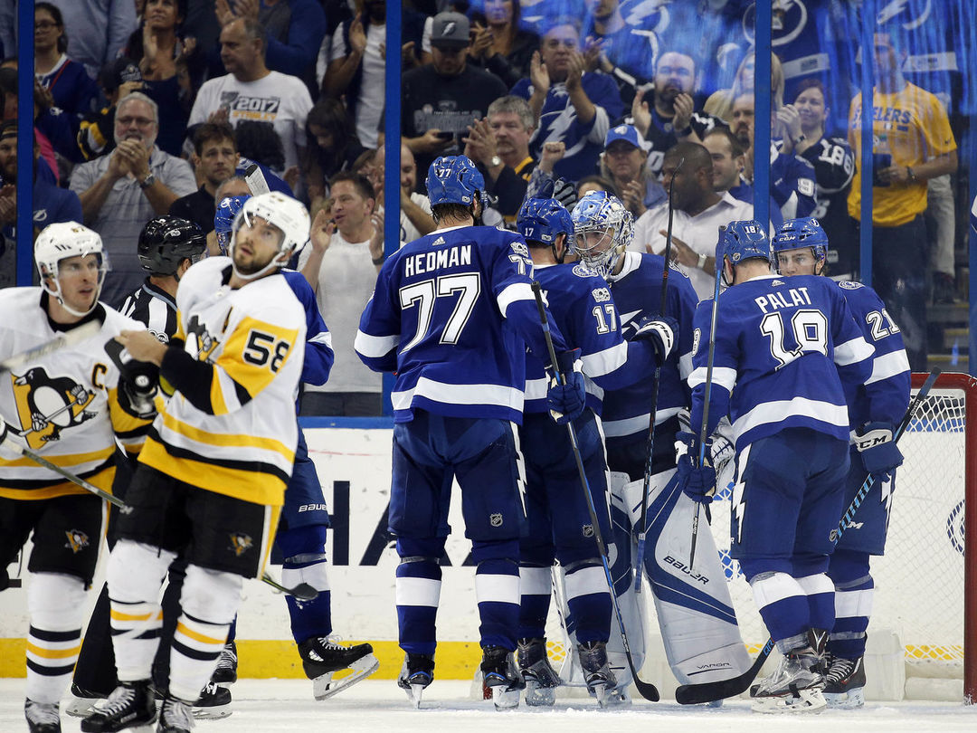 Lightning beat Penguins in battle of Eastern Conference powerhouses