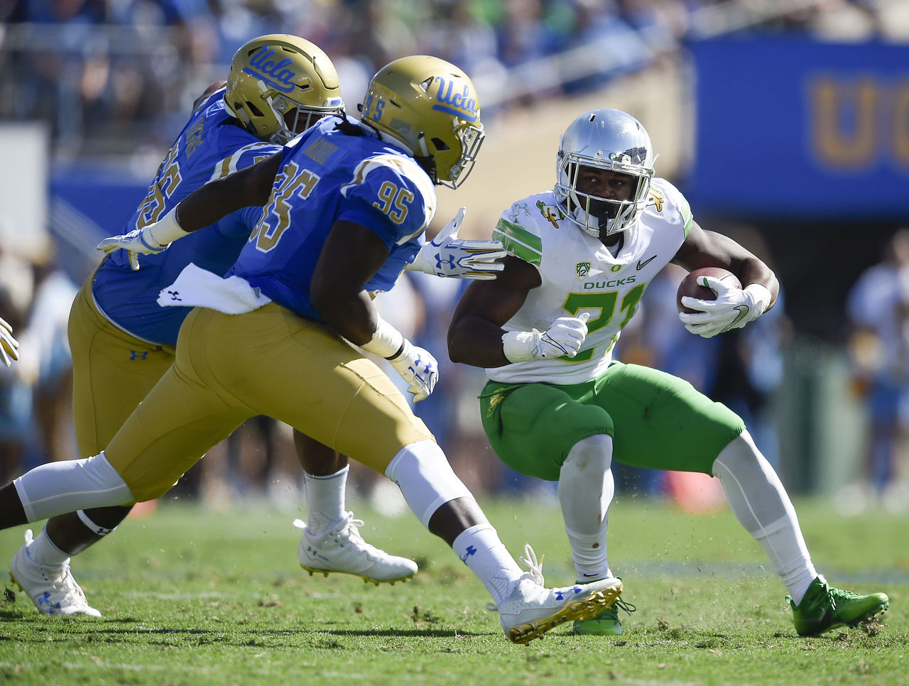 Cropped 2017 10 21t214219z 1539962565 nocid rtrmadp 3 ncaa football oregon at ucla