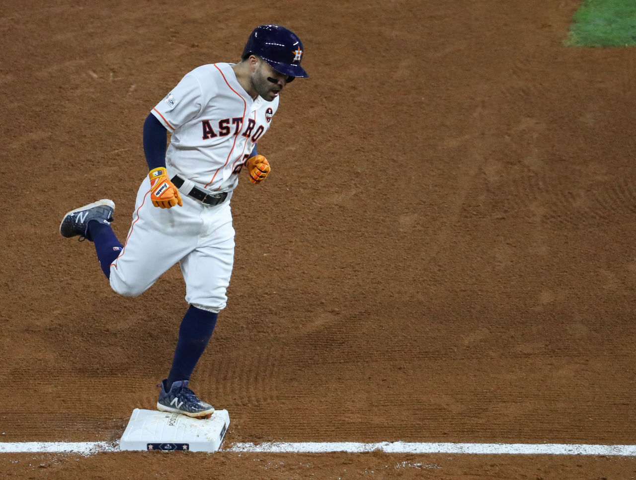 Cropped 2017 10 21t031410z 268883506 nocid rtrmadp 3 mlb alcs new york yankees at houston astros