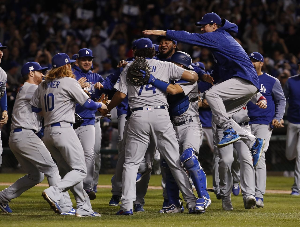 Cropped_2017-10-20t032153z_807213029_nocid_rtrmadp_3_mlb-nlcs-los-angeles-dodgers-at-chicago-cubs