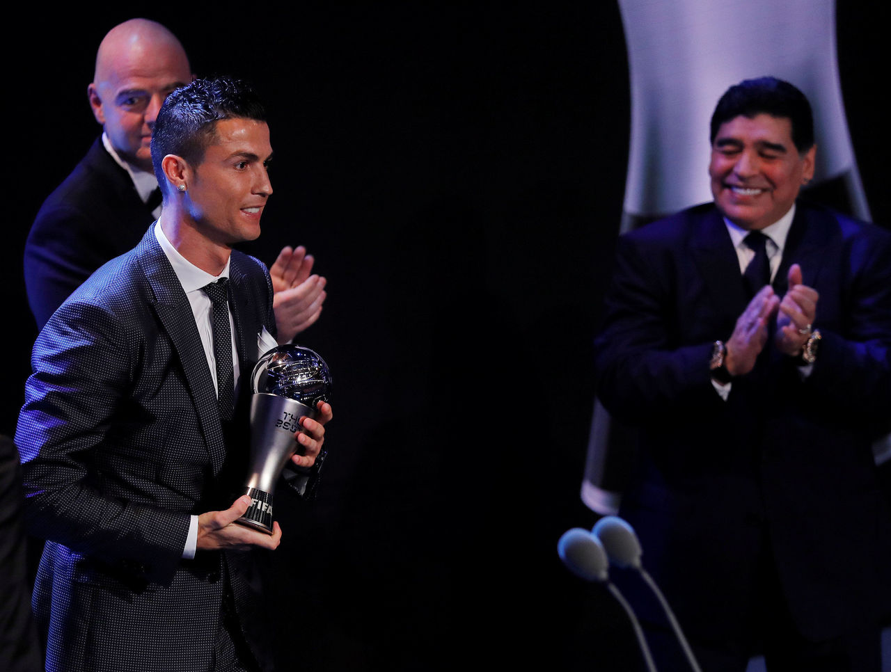 Cropped 2017 10 23t204620z 1622000869 rc14a3fd0580 rtrmadp 3 soccer fifa awards  1
