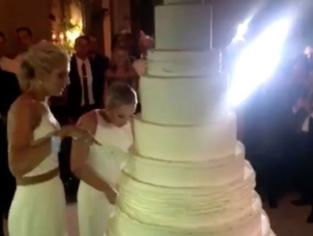 elena delle donnes wedding included 6foot4 cake