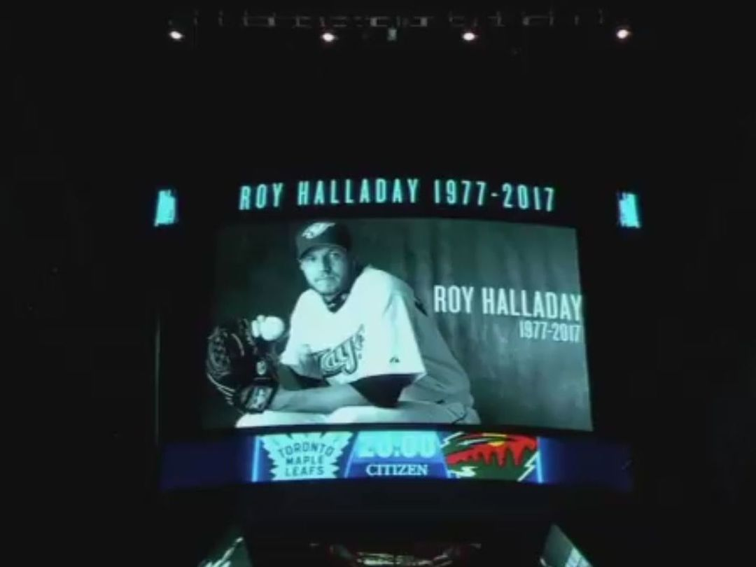 Watch: Maple Leafs play touching tribute to Roy Halladay