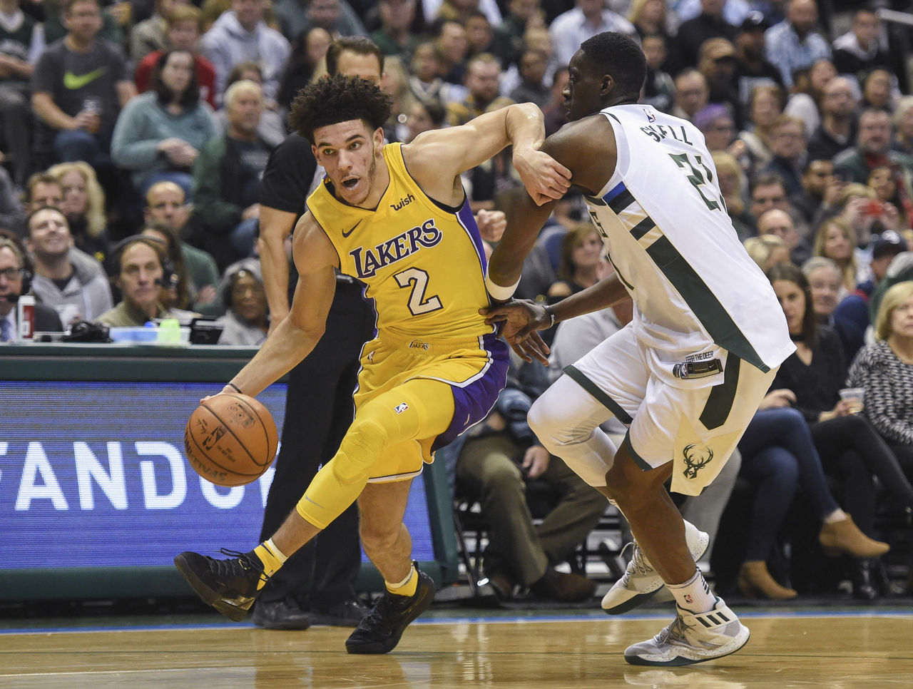 Cropped 2017 11 12t020459z 1742816597 nocid rtrmadp 3 nba los angeles lakers at milwaukee bucks