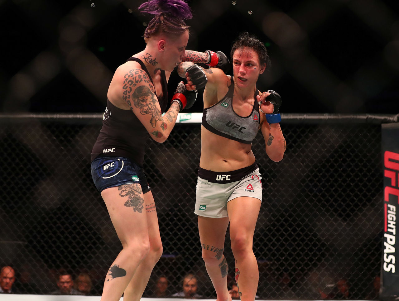 Cropped 2017 11 19t054606z 636908258 nocid rtrmadp 3 mma ufc fight night sydney rawlings vs clark
