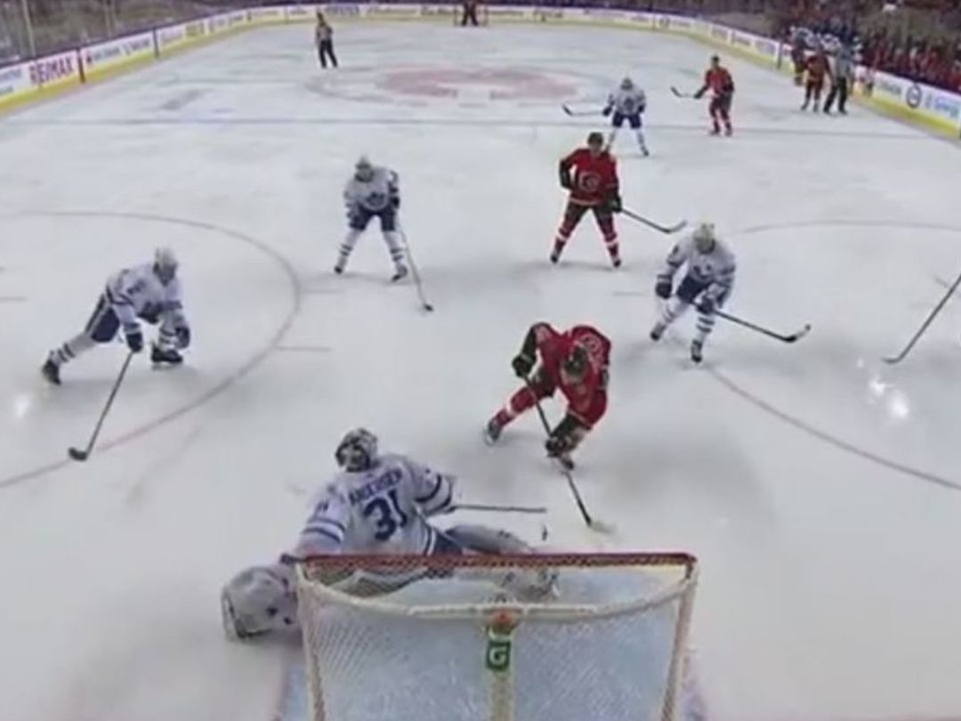 Watch: Leafs' Andersen makes terrific toe save to foil Flames