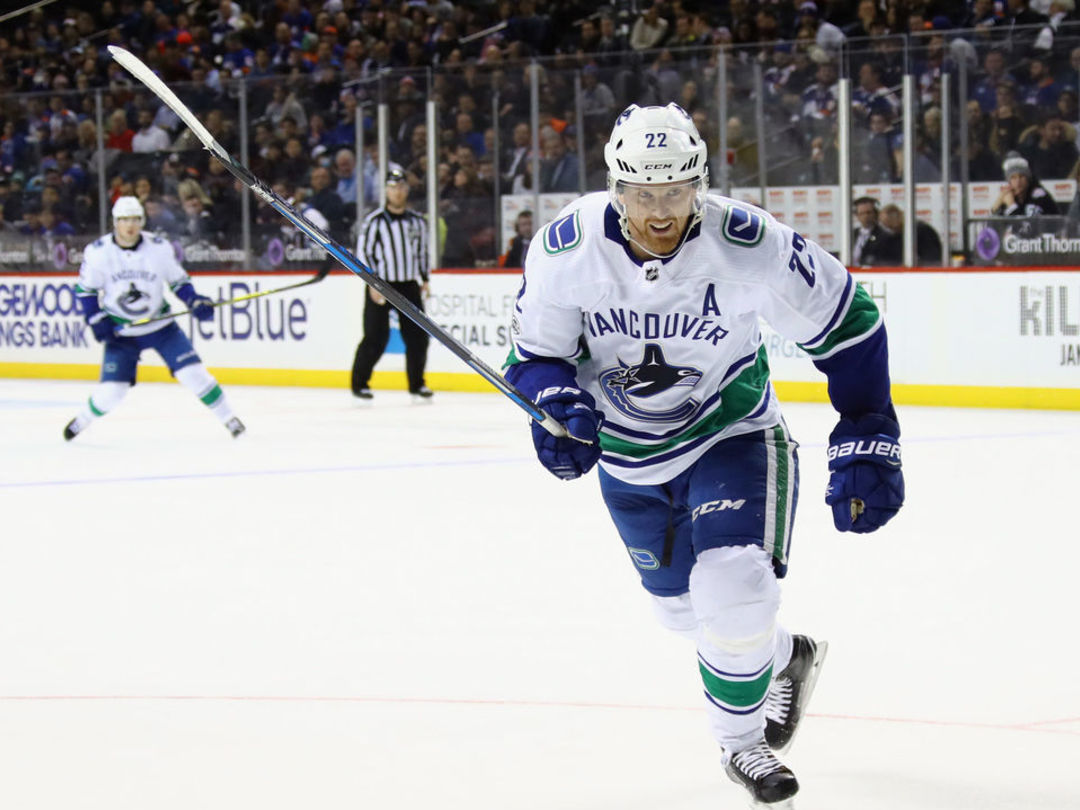 Daniel Sedin scores to hit 1,000th point of career