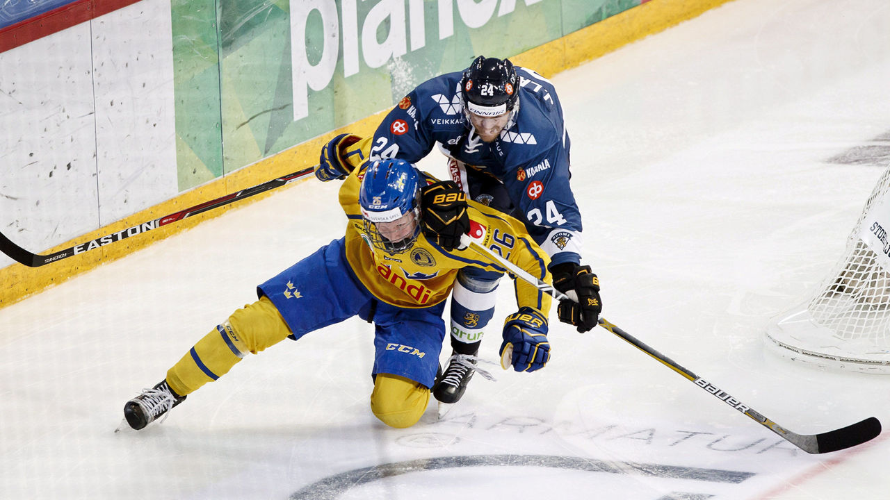 Cropped 2017 11 11t161947z 1938217036 rc1bc7c9e550 rtrmadp 3 icehockey fin swe