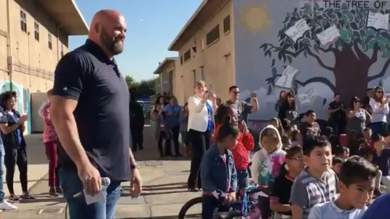Rams' Whitworth buys bicycles for entire elementary school