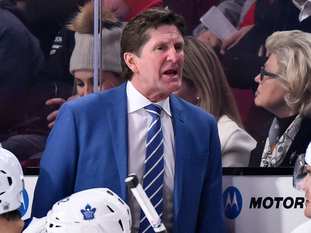 Watch: Babcock mockingly claps for officials after faceoff loss leads to goal