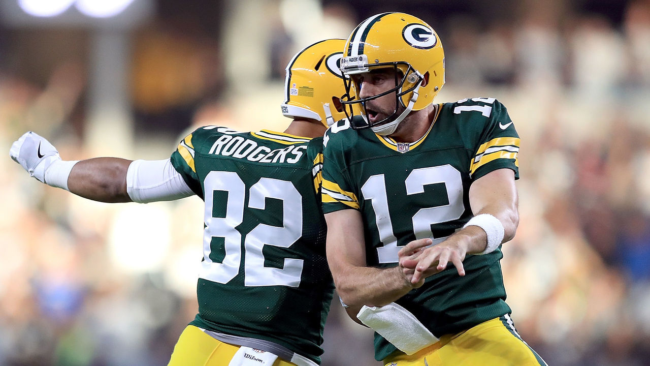 Packers players welcome Rodgers back on Twitter